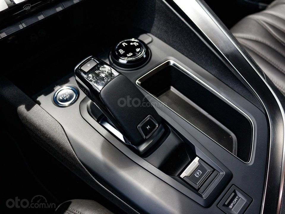 """Peugeot 5008 đủ màu """" đặc biệt có màu đỏ Utimate Red"""" giao xe ngay, hỗ trợ ngân hàng, tư vấn lái thử tân nhà (11)"""