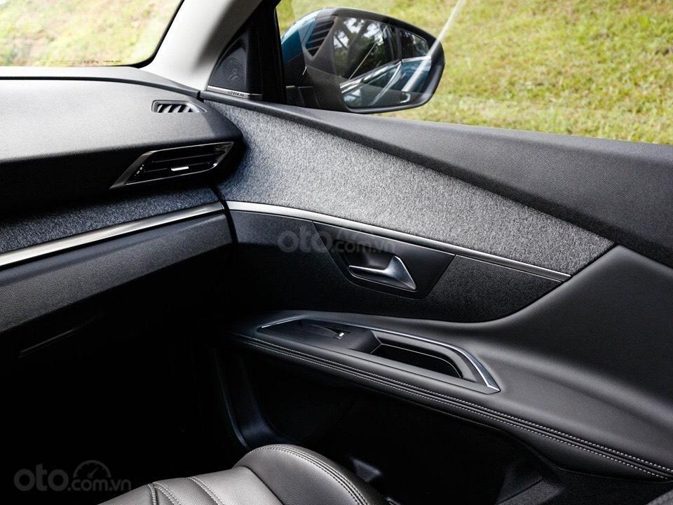 """Peugeot 5008 đủ màu """" đặc biệt có màu đỏ Utimate Red"""" giao xe ngay, hỗ trợ ngân hàng, tư vấn lái thử tân nhà (18)"""
