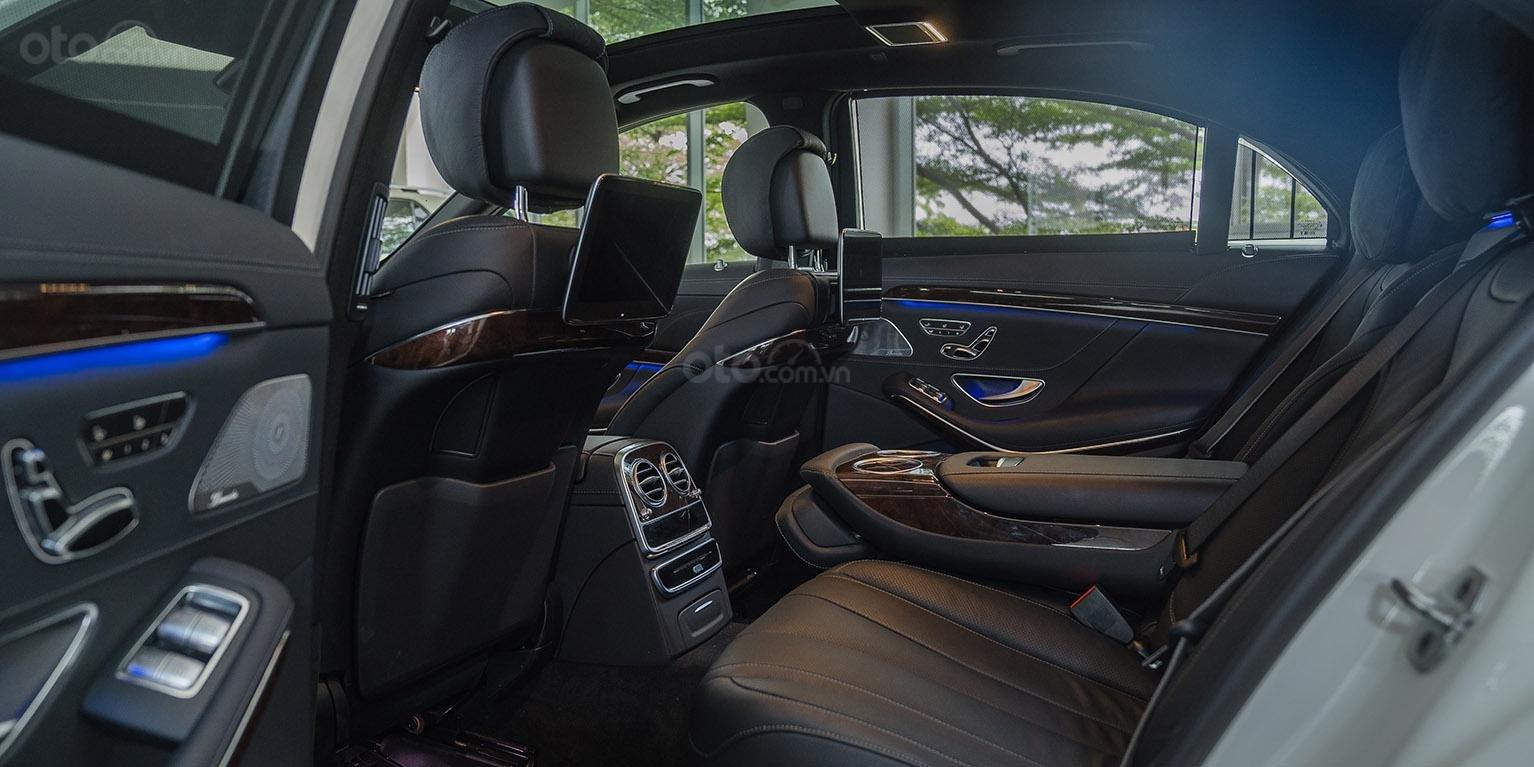 Bán Mercedes-Benz S450L 2018, trắng/đen, đi 3.800km, xe cũ đã qua sử dụng chính hãng-3