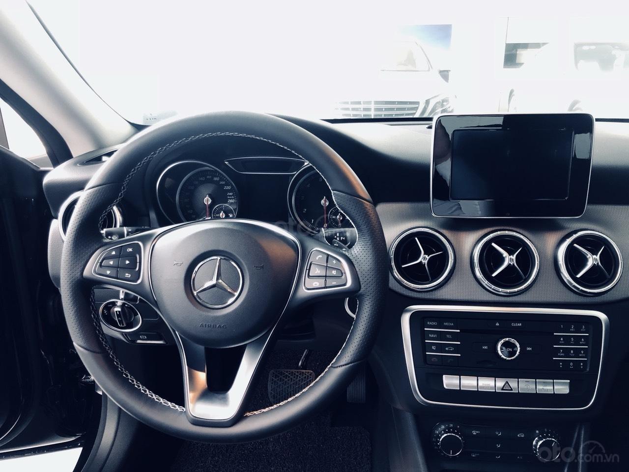 Mercedes CLA 200 chính hãng, màu đen, nội thất đen. Xe nhập khẩu Châu Âu, mới 99% (3)