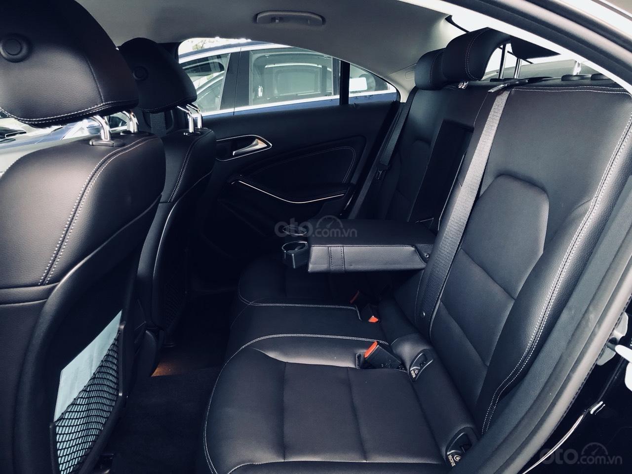 Mercedes CLA 200 chính hãng, màu đen, nội thất đen. Xe nhập khẩu Châu Âu, mới 99% (6)