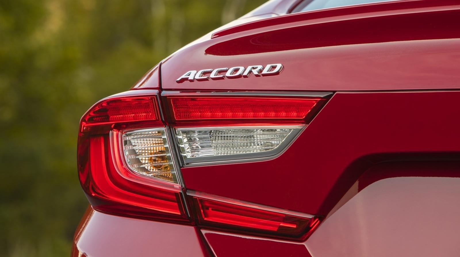 So sánh xe Honda Accord 2019 và đời cũ qua ảnh a18