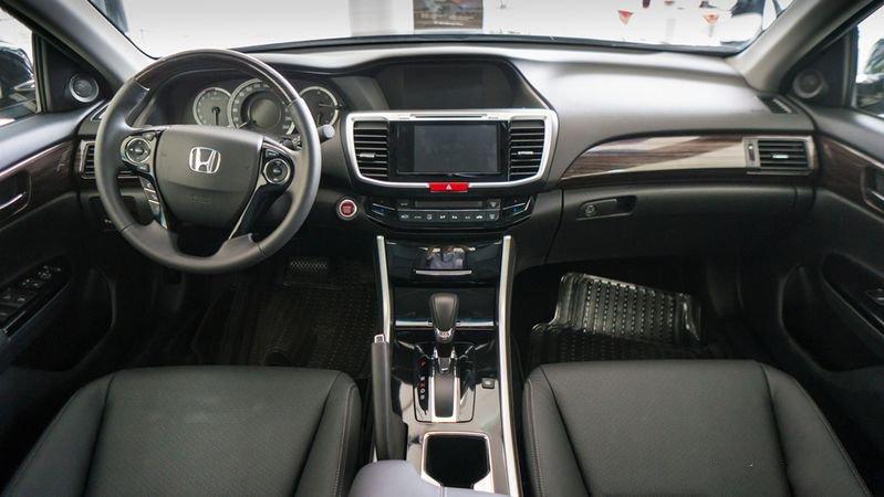 So sánh xe Honda Accord 2019 và đời cũ qua ảnh a21