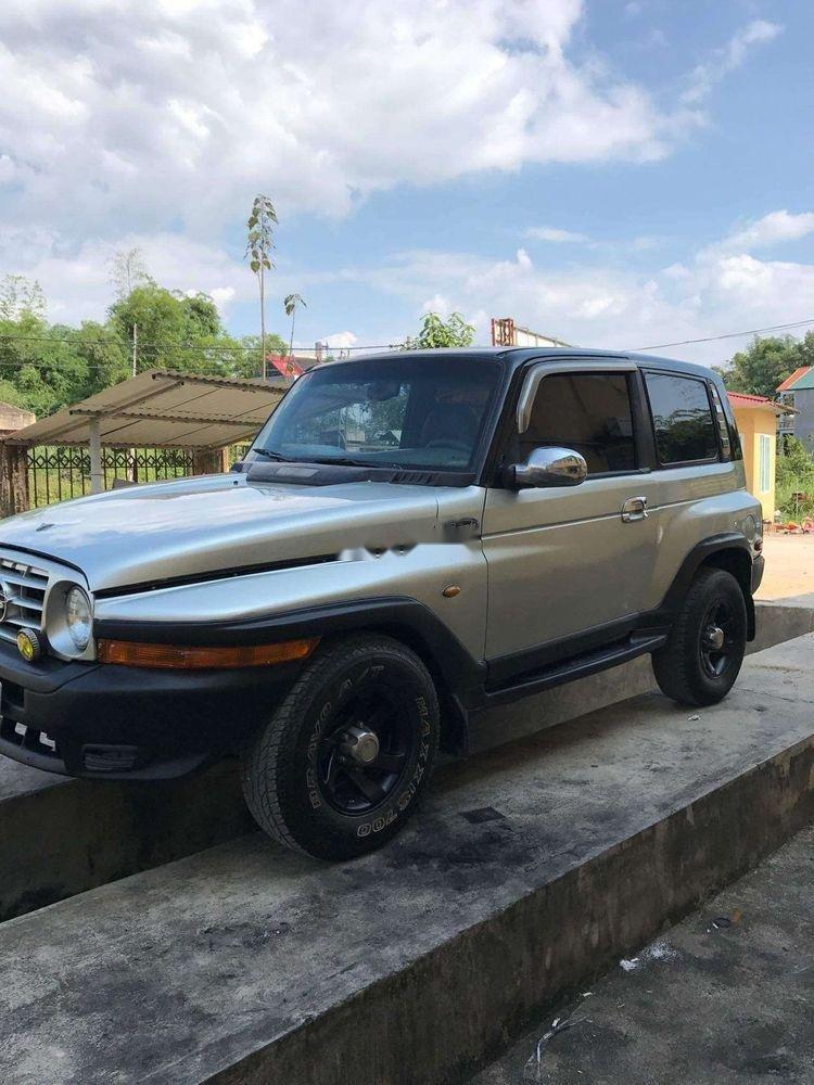 Gia đình bán Ssangyong Korando năm 2004, màu bạc, nhập khẩu-1