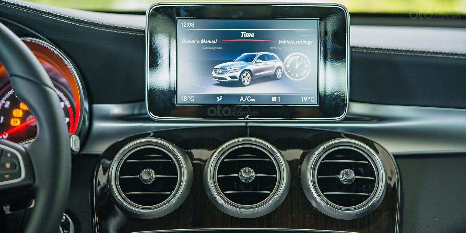 Bán Mercedes-Benz GLC200 đăng ký 2019, màu đen/nội thất kem beige, đi được 38 km (3)