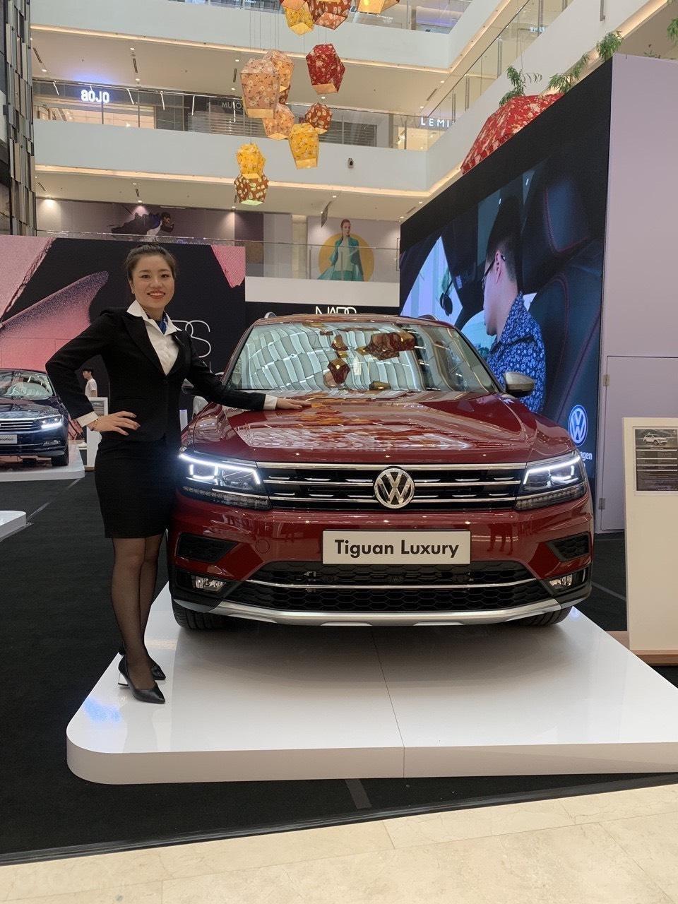 Volkswagen Tiguan Allspace 7 chỗ phiên bản Luxury hoàn hảo màu đỏ. Ưu đãi về giá, giao ngay (1)