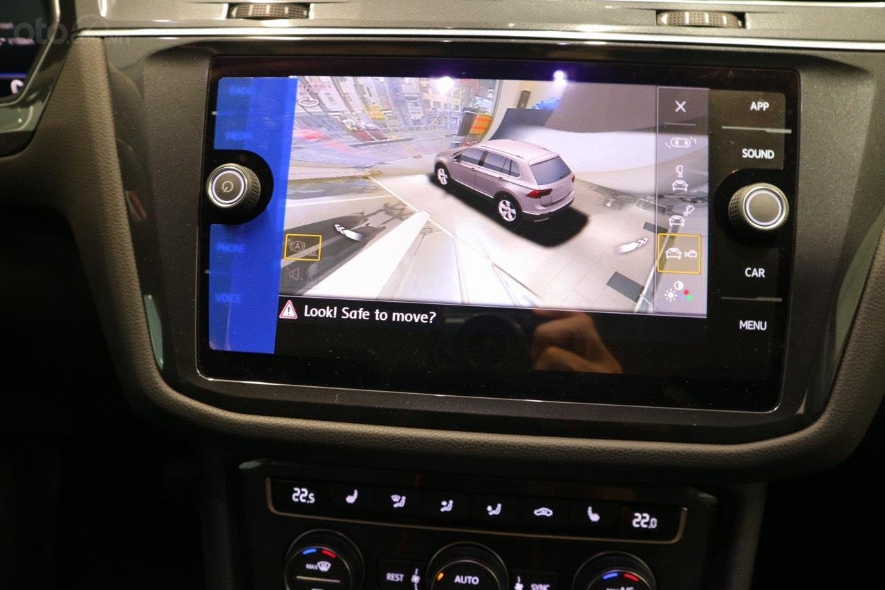 Volkswagen Tiguan Allspace 7 chỗ phiên bản Luxury hoàn hảo màu đỏ. Ưu đãi về giá, giao ngay (6)