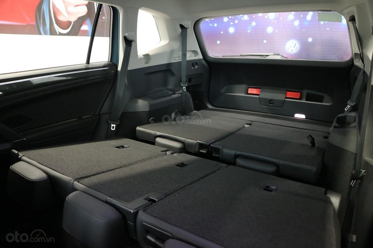 Volkswagen Tiguan Allspace 7 chỗ phiên bản Luxury hoàn hảo màu đỏ. Ưu đãi về giá, giao ngay (8)