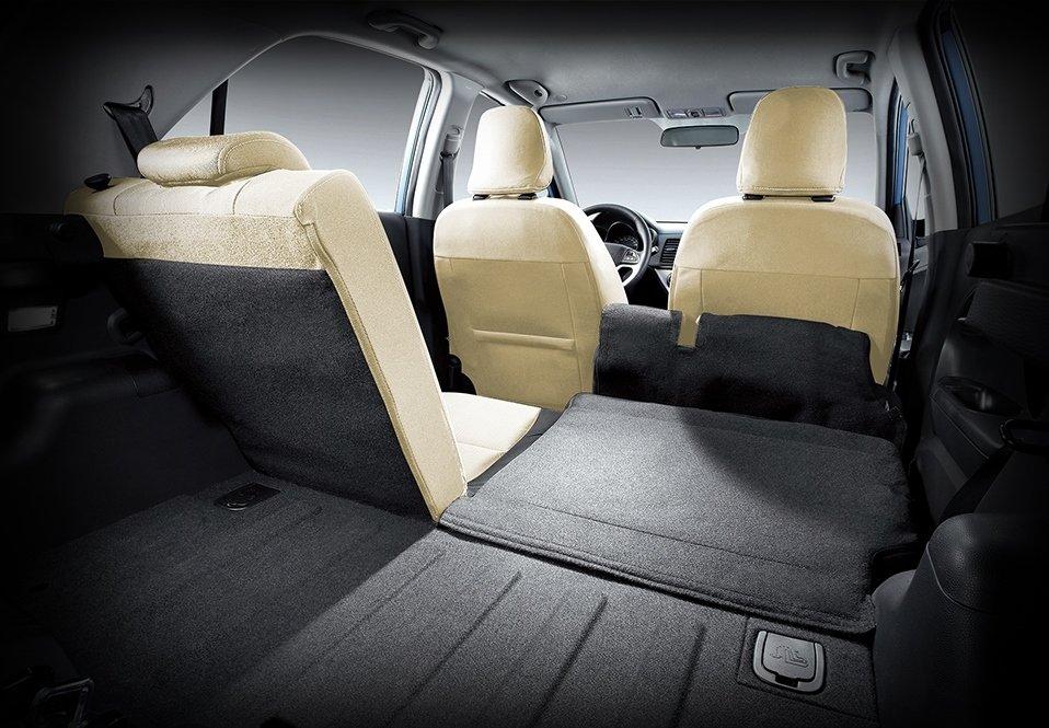 Ghế ngồi của Kia Morning được bọc da, hàng ghế sau có thể gập gọn để tăng diện tích khoang hành lý.