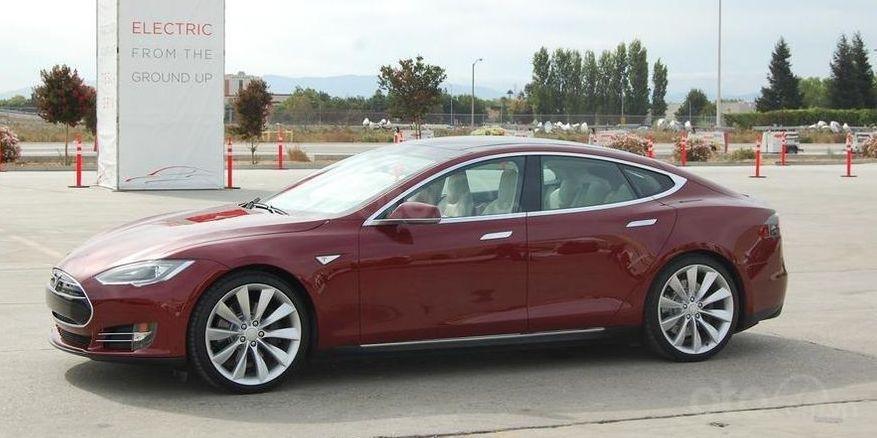 Tesla Model S 2012.