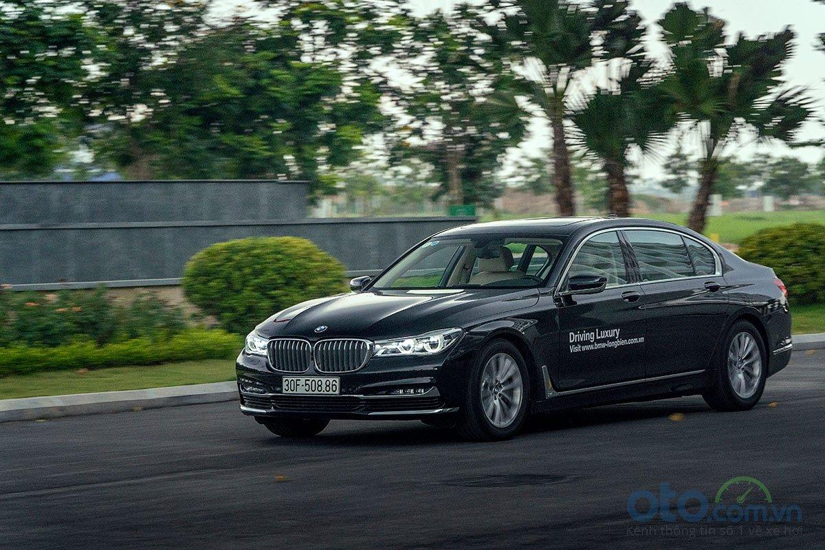 Đánh giá xe BMW 730Li 2019: Vận hành.