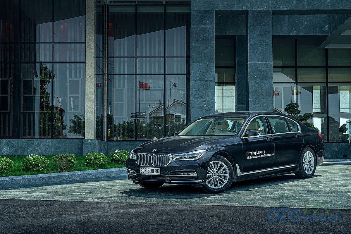 Đánh giá xe BMW 730Li 2019: Xe đang được bán với giá 4,049 tỷ đồng.