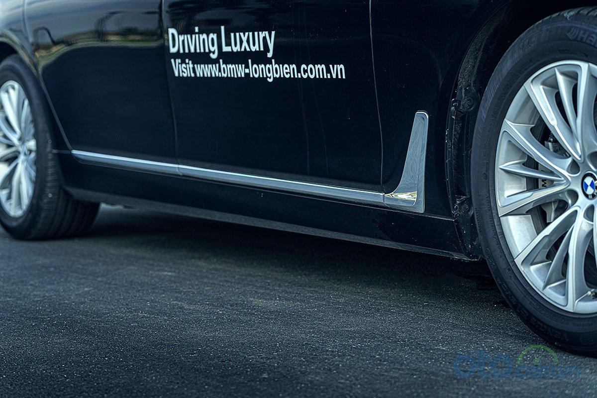 Đánh giá xe BMW 730Li 2019: hốc gió bên được lấy ý tưởng từ gậy golf.