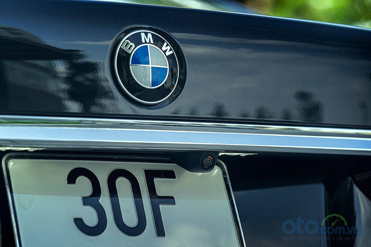 Đánh giá xe BMW 730Li 2019: Camera lùi.