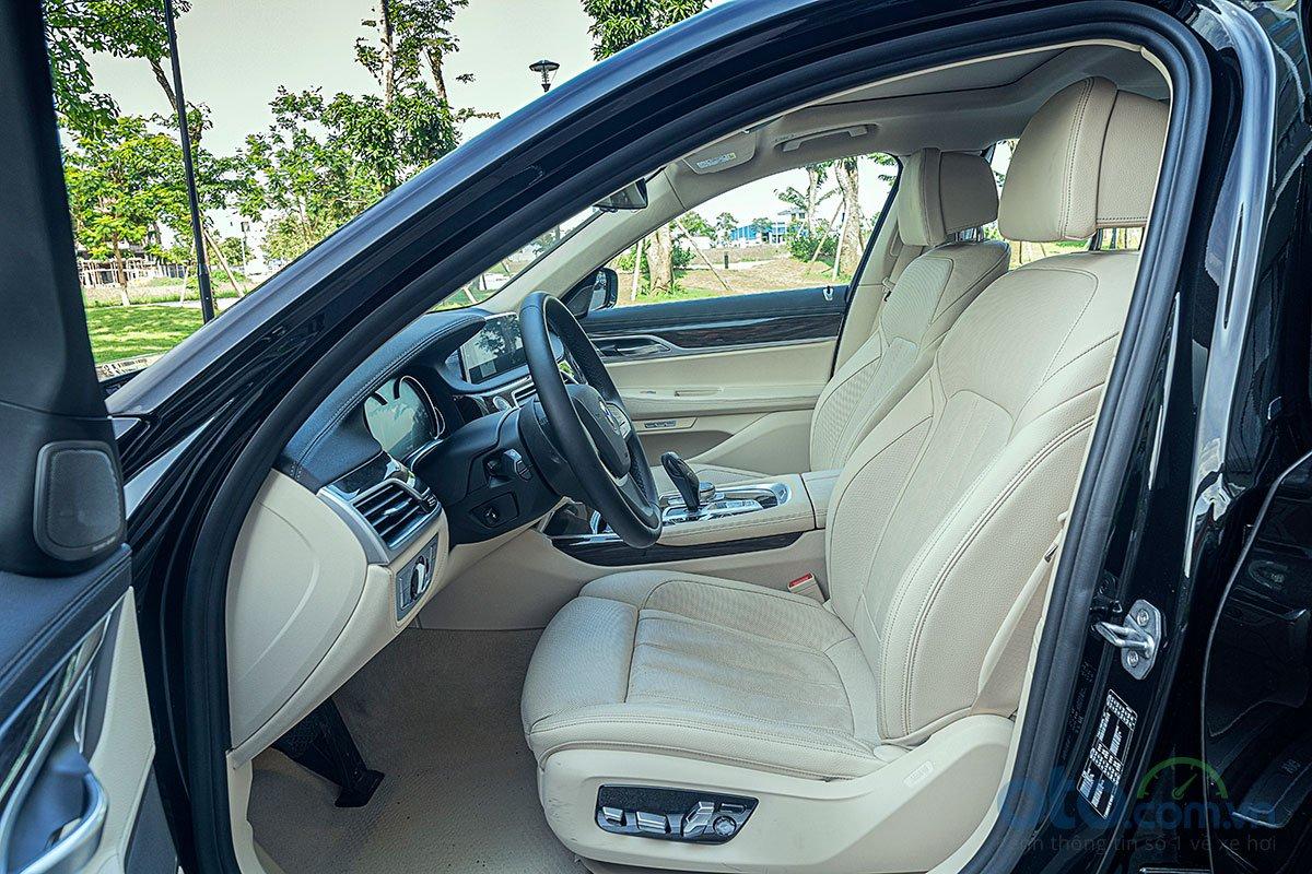 Đánh giá xe 730Li 2019: Hàng ghế trước.