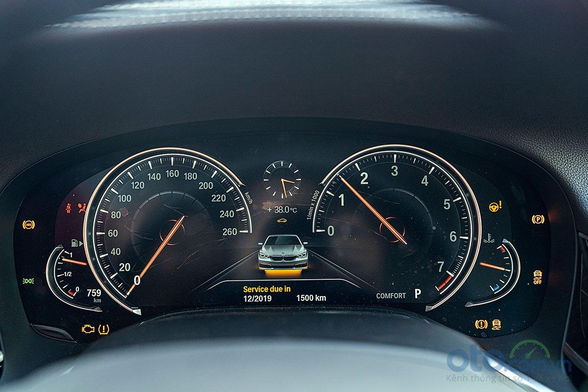 Đánh giá xe 730Li 2019: Bảng đồng hồ kỹ thuật số 1.