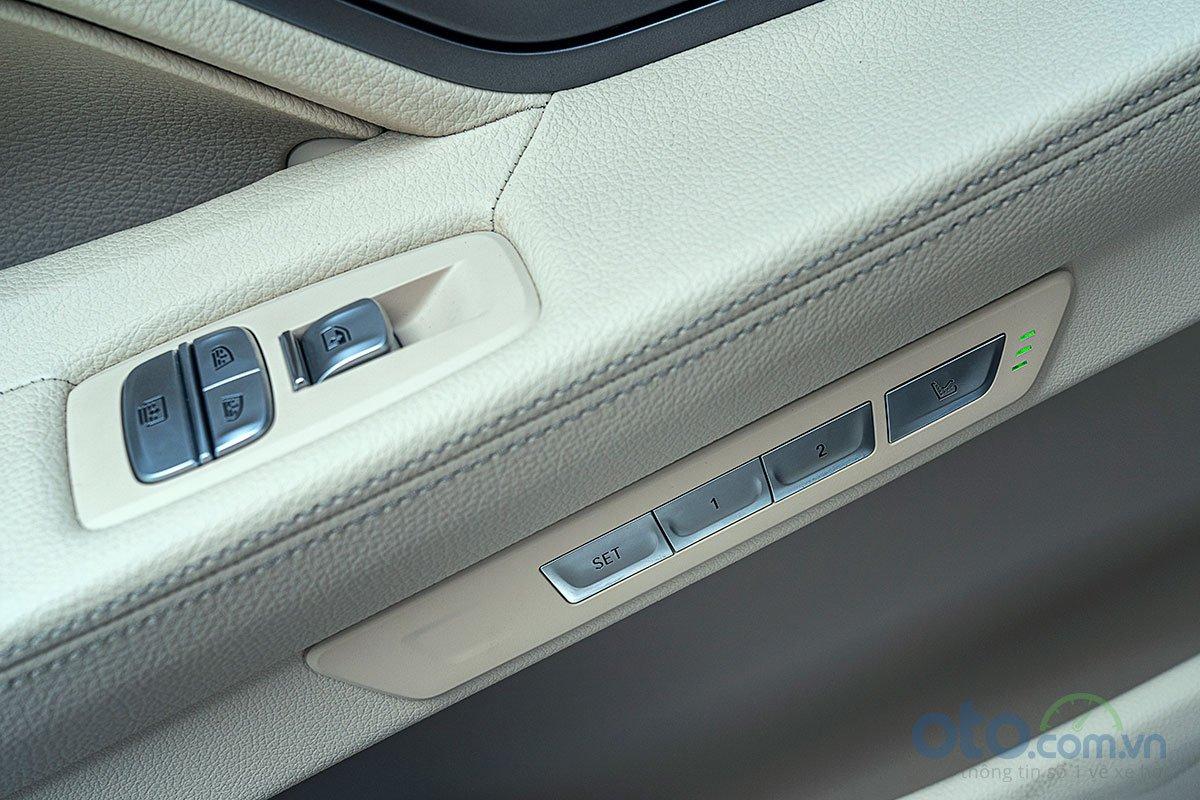 Đánh giá xe BMW 730Li 2019: Hàng ghế sau cũng nhớ ghế và có thể điều chỉnh ngả lưng ghế.