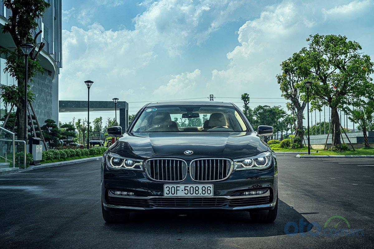 Đánh giá xe BMW 730Li: Diện mạo hầm hố.