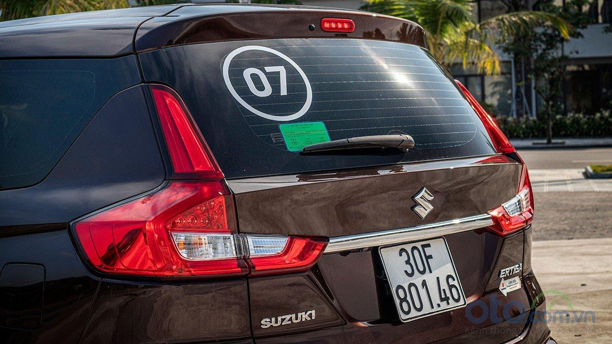 So sánh xe Mitsubishi Xpander 2019 và Suzuki Ertiga 2019 về thiết kế đuôi xe a2