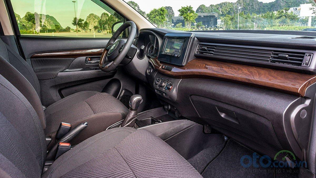 So sánh xe Mitsubishi Xpander 2019 và Suzuki Ertiga 2019 về thiết kế bảng táp lô a2