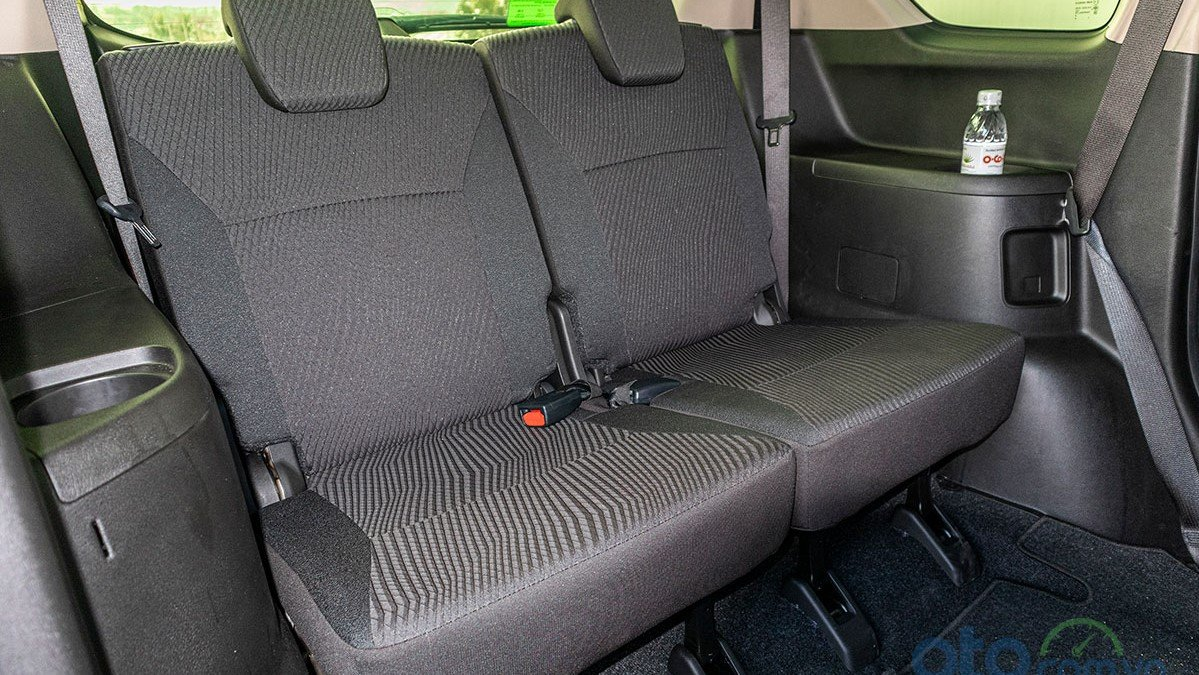 Hàng ghế sau của xe Suzuki Ertiga 2019 có không gian để chân thoải mái 1