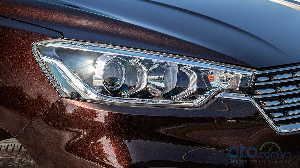 So sánh xe Mitsubishi Xpander 2019 và Suzuki Ertiga 2019: Thiết kế đèn pha Ertiga 1