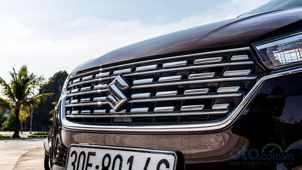 So sánh xe Mitsubishi Xpander 2019 và Suzuki Ertiga 2019: Lưới tản nhiệt Ertiga 1