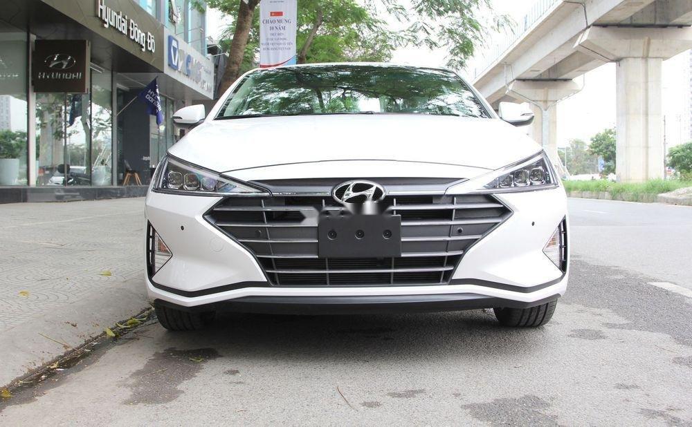 Bán xe Hyundai Elantra sản xuất năm 2019, màu trắng (1)