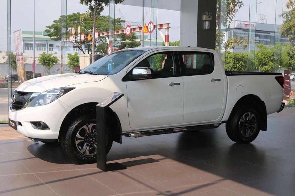 Cần bán Mazda BT 50 đời 2019, màu trắng, nhập khẩu  -0