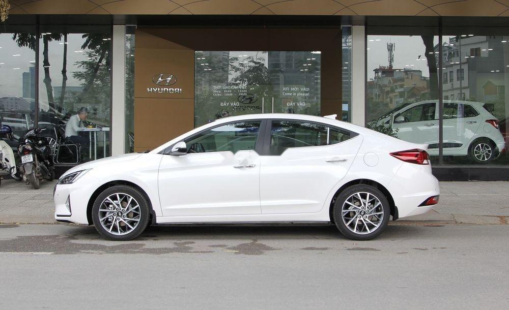 Bán xe Hyundai Elantra sản xuất năm 2019, màu trắng (4)