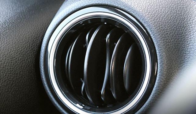 Đánh giá xe Kia Soluto 2019 về bảng táp lô - Tăng cường độ thẩm mỹ