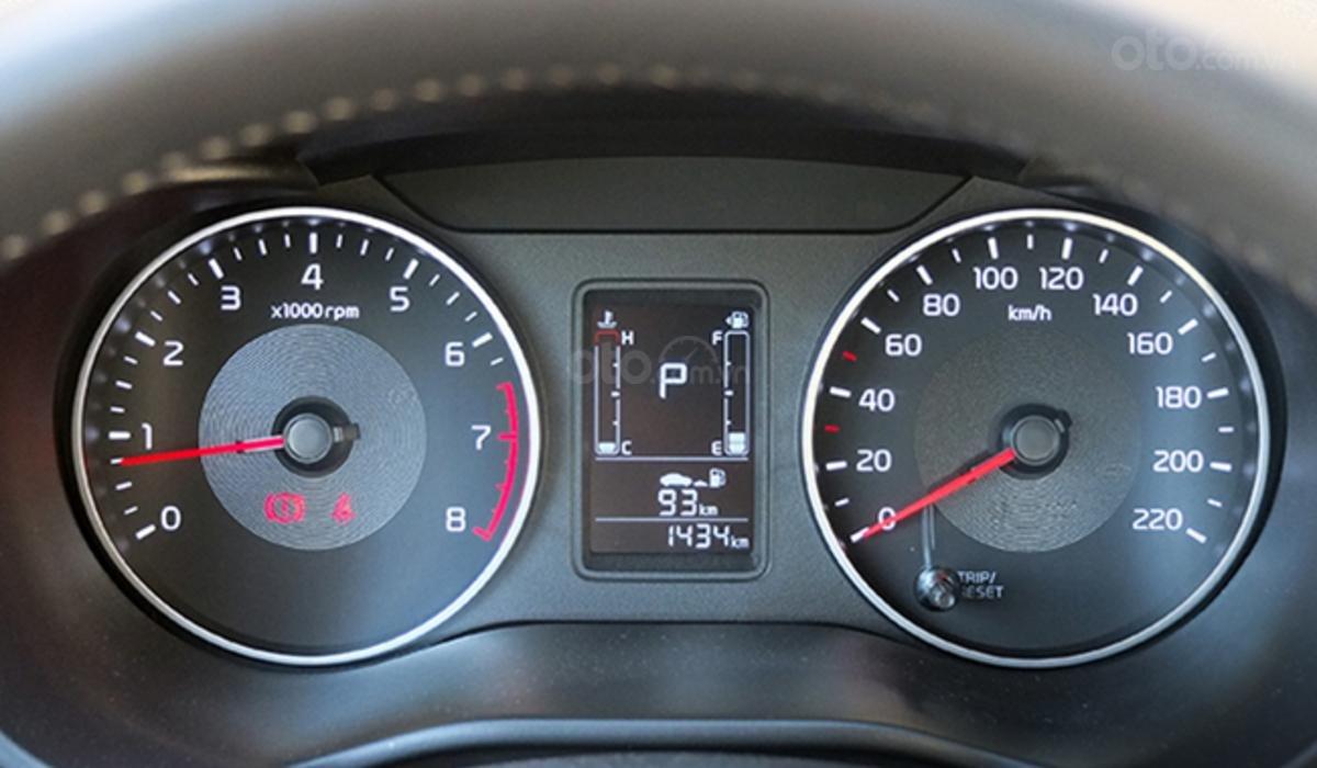 Đánh giá xe Kia Soluto 2019 về màn hình thông tin giải trí - Có cụm đồng hồ không hoa mỹ, đầy đủ thông tin