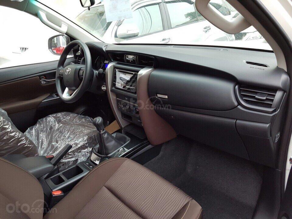 Toyota Tân Cảng bán Fortuner 2.4G máy dầu, số sàn, chỉ 280tr nhận xe ngay, đủ màu - LH 0933000600 (4)