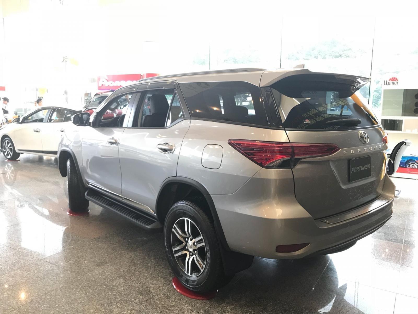 Toyota Tân Cảng bán Fortuner 2.4G máy dầu, số sàn, chỉ 280tr nhận xe ngay, đủ màu - LH 0933000600 (6)
