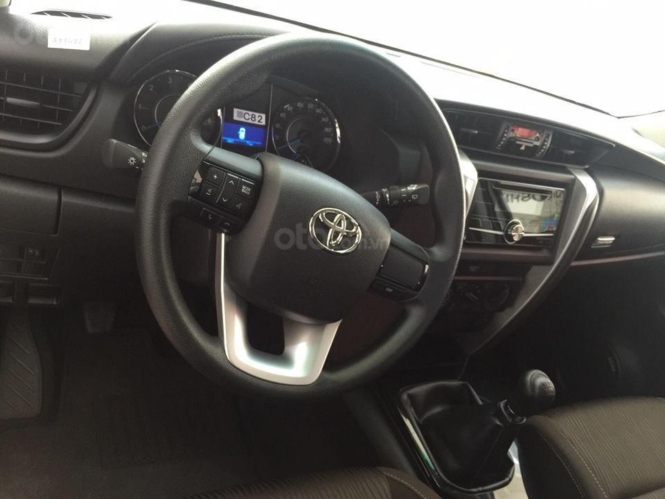 Toyota Tân Cảng - Innova số sàn - Ưu đãi lớn chỉ 200tr nhận xe, Hotline 0933000600 (4)