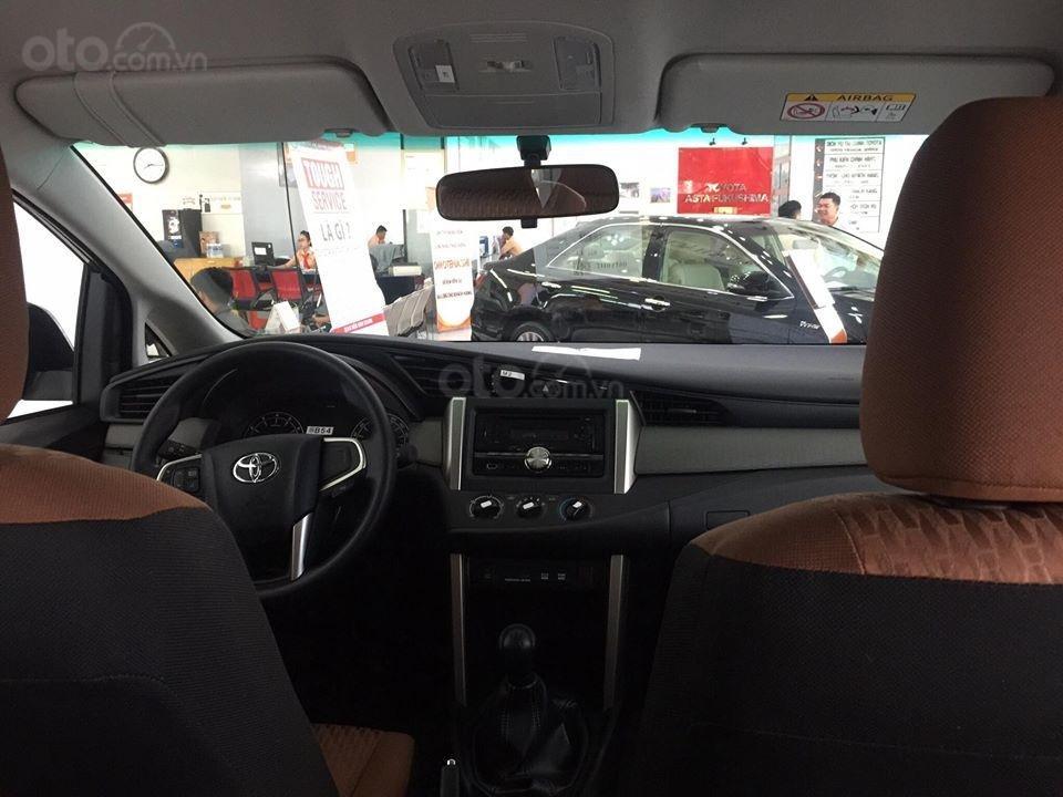 Toyota Tân Cảng bán Innova số sàn - Ưu đãi lớn - chỉ 200tr nhận xe, liên hệ hotline 0933000600 (6)