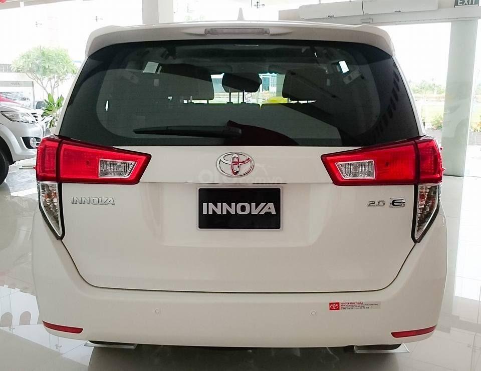 Toyota Tân Cảng bán Innova số sàn - Ưu đãi lớn - chỉ 200tr nhận xe, liên hệ hotline 0933000600 (2)