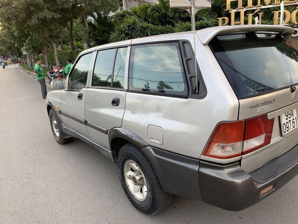 Bán Ssangyong Musso sản xuất 2002, màu bạc, 70tr (4)