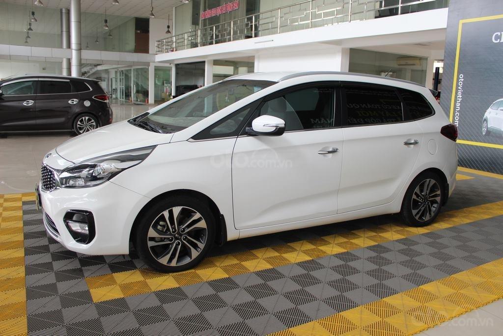 Cần bán xe Kia Rondo GAT 2.0AT 2017, màu trắng, giá cạnh tranh (1)