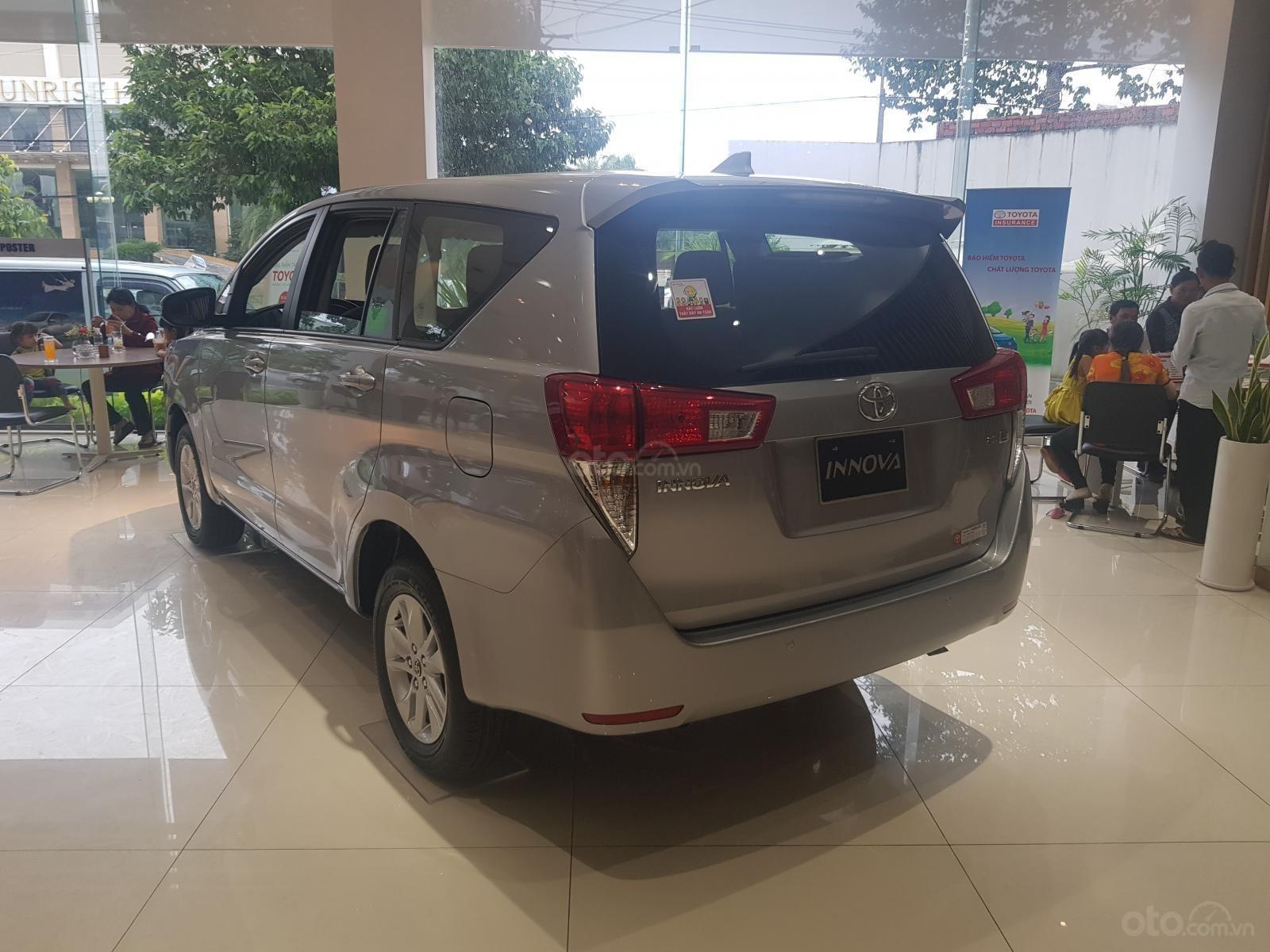Bán trả góp xe Toyota Innova 2.0E giá 731 triệu tặng bảo hiểm 12 triệu tại Toyota Tây Ninh (2)