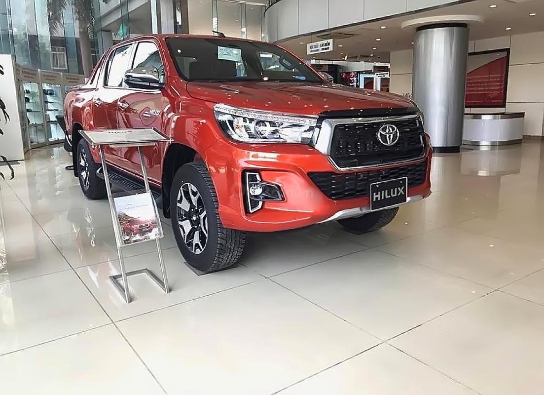 Bán xe Toyota Hilux 2.8G 4x4 AT đời 2019, màu đỏ, nhập khẩu, 878tr (1)