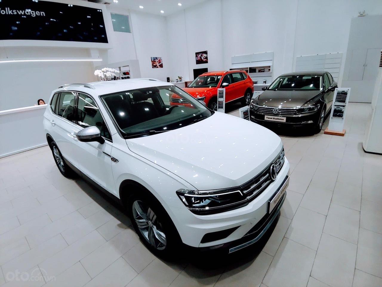 Bán Volkswagen Tiguan Allspace 2019, màu trắng-0