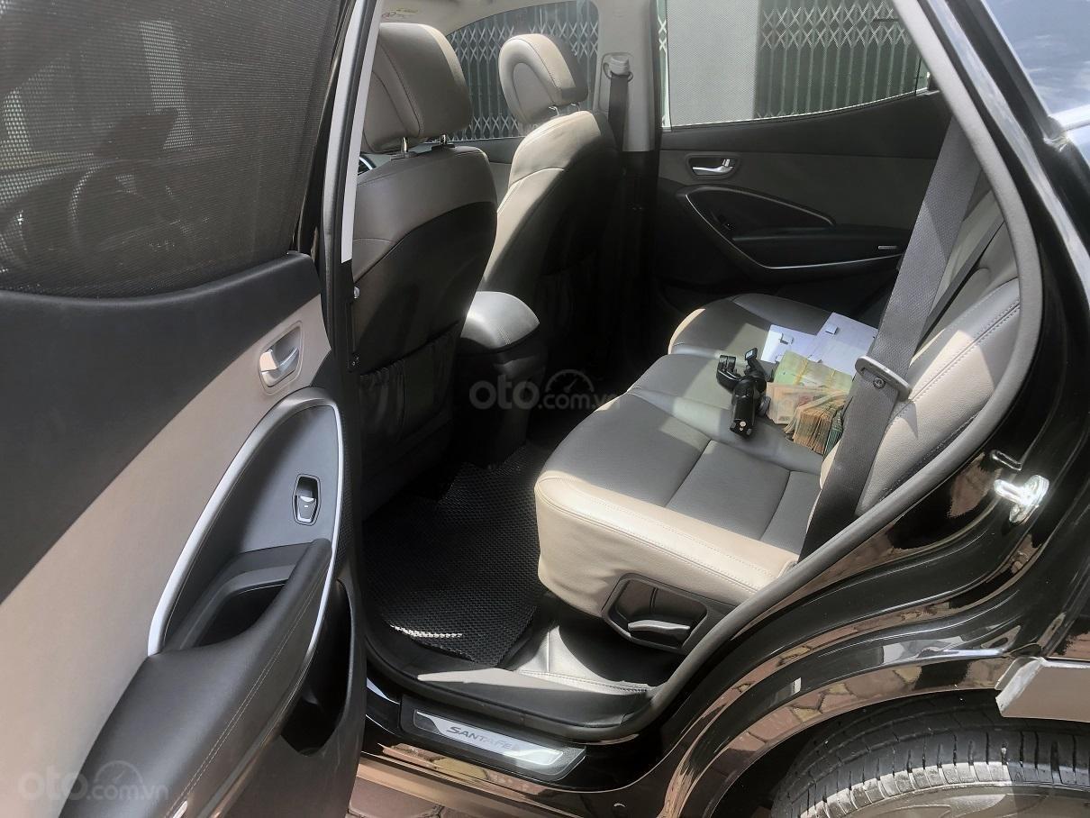 Bán xe Hyundai Santa Fe 2.2, máy dầu 4x4 năm 2018, màu đen, nhập khẩu (8)