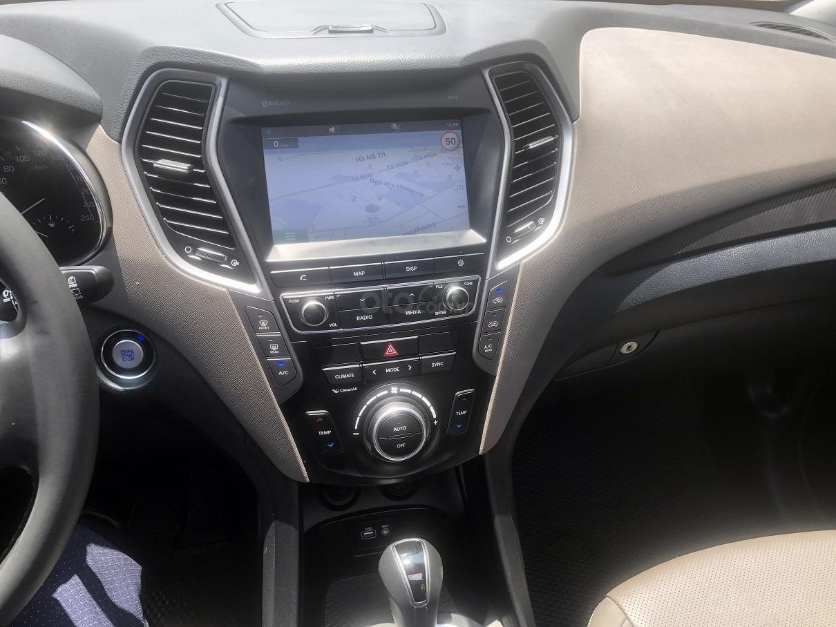 Bán xe Hyundai Santa Fe 2.2, máy dầu 4x4 năm 2018, màu đen, nhập khẩu (10)