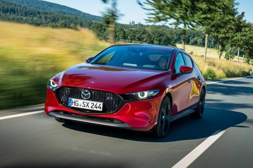 Mazda 3 thế hệ mới vận hành ổn định, êm ái và tiết kiệm nhiên liệu hơn so với trước đó.