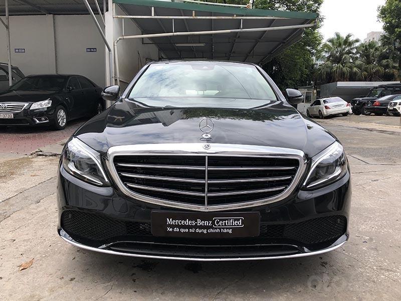 Bán xe Mercedes C200 Exclusive model 2019, màu đen, nội thất be mới chạy 6000 km giá rẻ, bảo hành chính hãng (2)