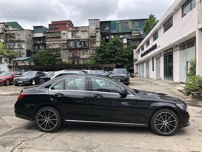 Bán xe Mercedes C200 Exclusive model 2019, màu đen, nội thất be mới chạy 6000 km giá rẻ, bảo hành chính hãng (4)