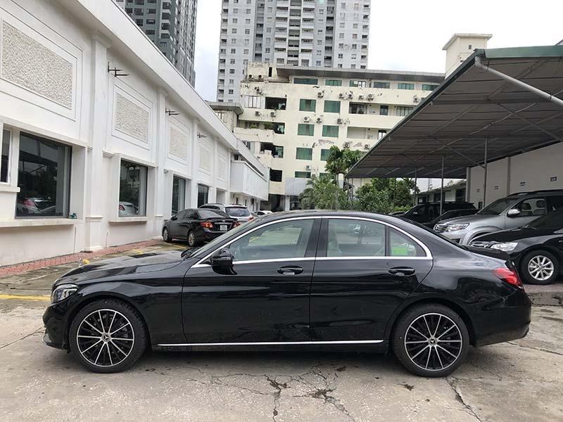 Bán xe Mercedes C200 Exclusive model 2019, màu đen, nội thất be mới chạy 6000 km giá rẻ, bảo hành chính hãng (5)
