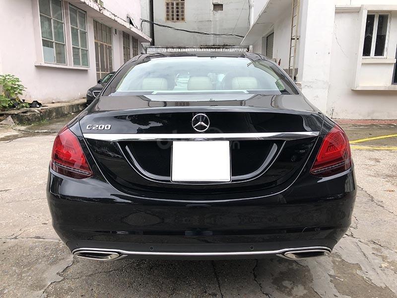 Bán xe Mercedes C200 Exclusive model 2019, màu đen, nội thất be mới chạy 6000 km giá rẻ, bảo hành chính hãng (7)