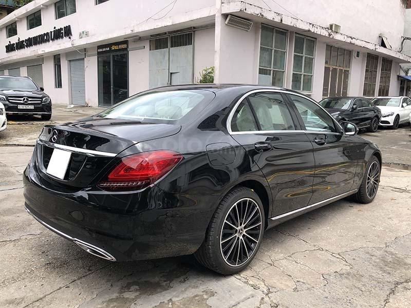 Bán xe Mercedes C200 Exclusive model 2019, màu đen, nội thất be mới chạy 6000 km giá rẻ, bảo hành chính hãng (6)